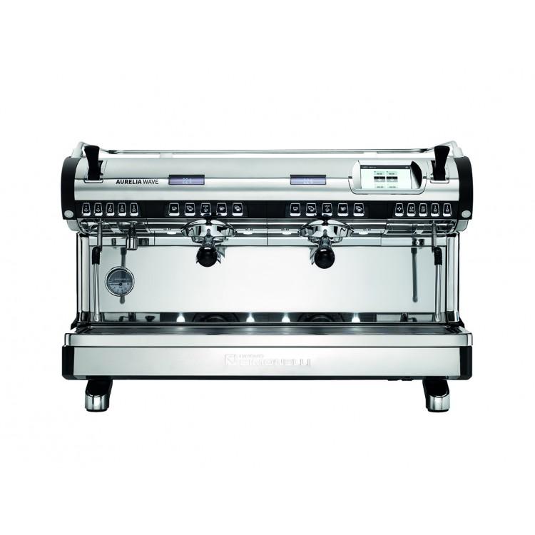 Volümetrik dozaj ayarlı, multiboiler teknolojisine sahip geleneksel espresso kahve makinesi